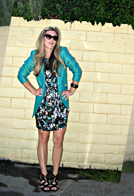 tom ford 'anouk' sunglasses+cynthia steffe floral print silk dress+vintage teal blazer+pour la victoire shoes
