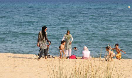 10h03 Playa010 variante 2 Musulmanas playa