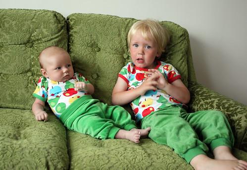 Syskonbild - våra chillande barn