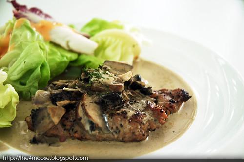 Sirloin Steak with Portobello Mushroom Sauce