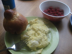 Scrambled eggs, brioche, raspberries