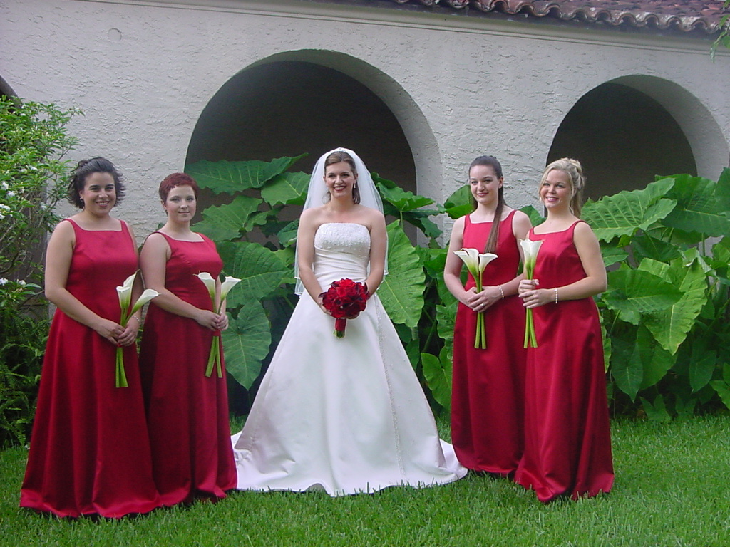 Red bridal bouquet and white calla lily bouquets