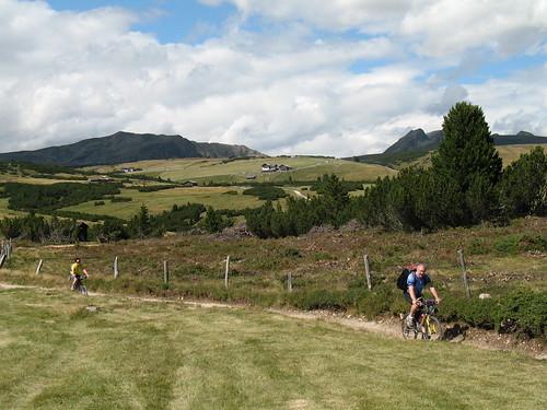 Die Villanderer Alm ist im Sommer ideal für Wanderungen und Mountainbiketouren