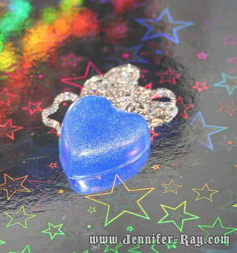 Rockin blue heart resin necklace