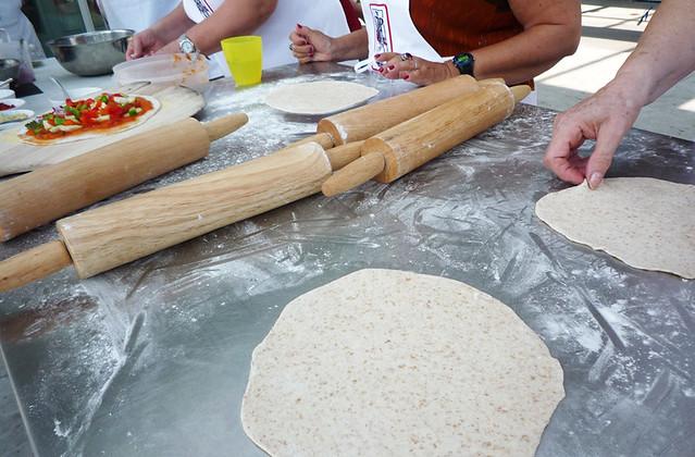 makingpizza1