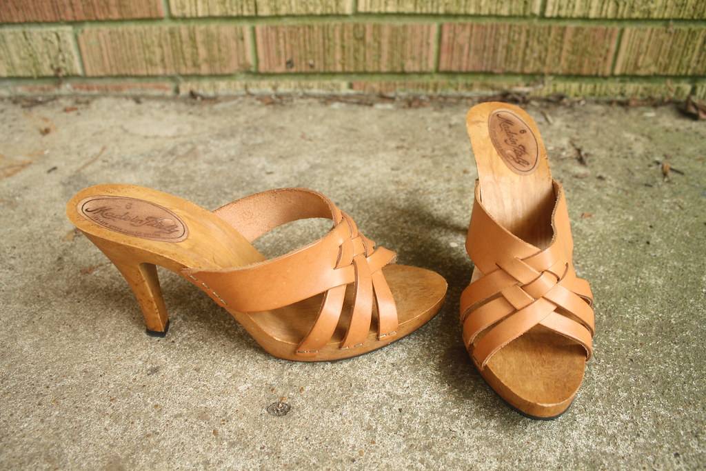 1970's cutout leather platform heels