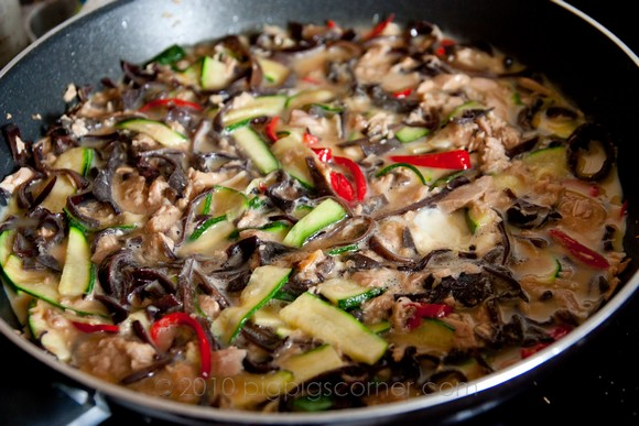 Spicy tuna omelette with zucchini and black fungus 1