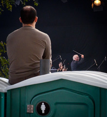 Viendo a Barenboim (Diego Epstein) Tags: music argentina bathroom buenosaires nikon musica nikkor bao 70300 d90 danielbarenboim
