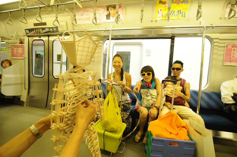 Balsa Man Japan rides the subway, photo by toitoi