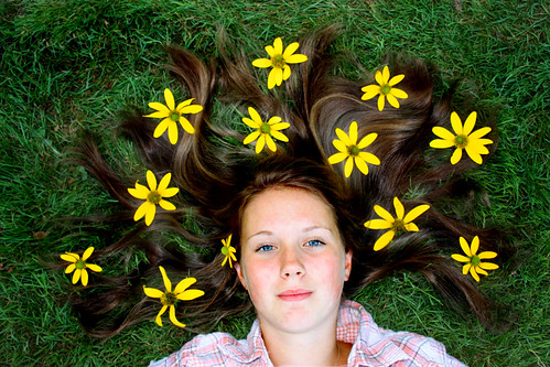 フリー写真素材, 人物, 女性, 寝転ぶ,