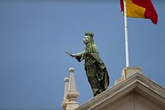 Barcelona (bold.) Tags: barcelona blue summer sky house building canon eos spain flickr sommer flag himmel haus 7d guide blau 70200 gebude ef flagge spanien bold 2010 70200mm