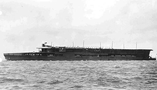英国海軍の空母フューリアス