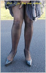 2017 - 05 - Karoll  - 178 (Karoll le bihan) Tags: escarpins shoes stilettos heels chaussures pumps schuhe stöckelschuh pantyhose highheel collants bas strumpfhosen talonshauts highheels stockings tights