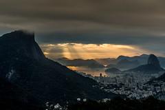 Vista Chinesa - Rio de Janeiro (mariohowat) Tags: feixesdeluz riodejaneiro natureza nascerdosol alvorada sunrise mirantesdoriodejaneiro mirantedavistachinesa vistachinesa amanhecer canon6d brasil