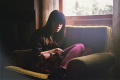 Vintage feeling (RL Stars) Tags: light portrait film luz window girl vintage ventana analgica chica retrato sofa teenager photoart porrio loveanddestroy 9702 kniger tecendoredes rlstars