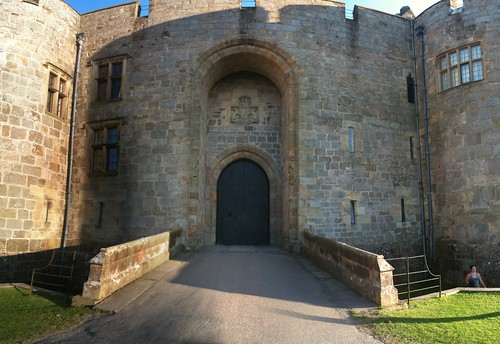 Panorama of Chirk Castle Gate