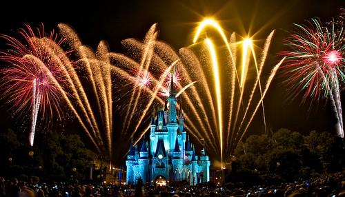 フリー写真素材, 建築・建造物, 宮殿・城, イベント・行事・レジャー, 遊園地・テーマパーク, 夜景, 花火, ディズニーランド, アメリカ合衆国,