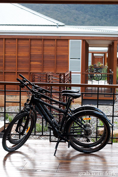 wolgan valley mountain bikes and front porch