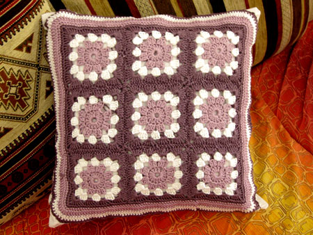 granny-square-cushion2