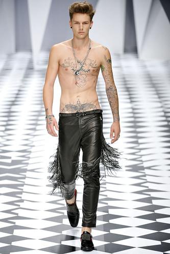 SS11_Milan_Versace0012_Keno Weidner(VOGUEcom)