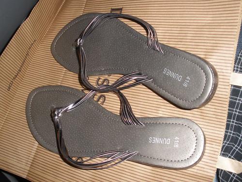 Dunnes flip flops (€6)