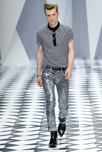 SS11_Milan_Versace0037_George Barnett(VOGUEcom)