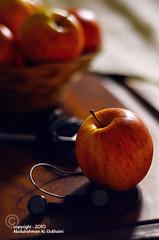يسـ ع د صبآحكـ ,, (Abdulrahman AL-Dukhaini    عبدالرحمن) Tags: morning lens 50mm nikon ipod good apples 2010 d90 تفاح الخير صباح عبدالرحمن abdulrahman نيكون الدخيني aldukhaini