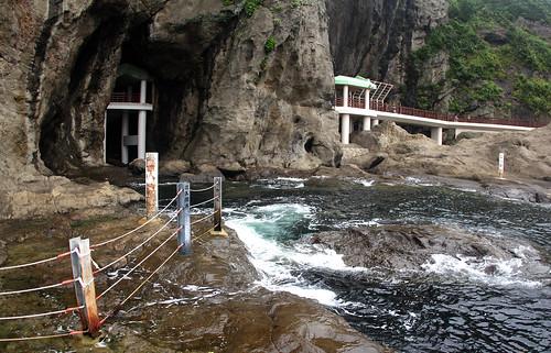 cave enoshima