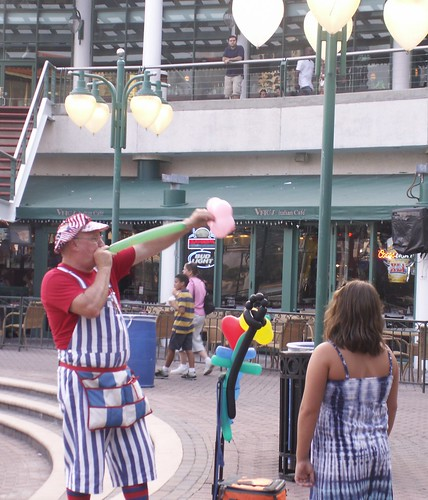 Balloon Artist at Jacksonville Landing