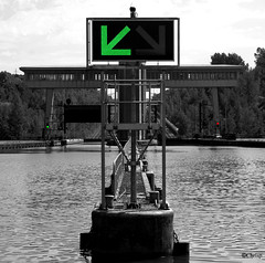 A babord toute... (ChrisP-Photography) Tags: canal eau plan vert feux peniche babord inclin tribord ronquire
