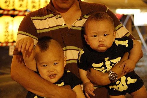 Babies with mohawk and cornrows (Mitama Festival 2010)