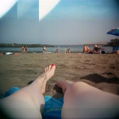 Playa del Bobo (jartana) Tags: 120 film beach girl mediumformat holga lomo lomography sand chica legs toycamera playa arena tenerife pelicula piernas lomografia formatomedio