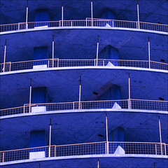 blue world (barbera*) Tags: construction building underconstruction floors safetyfences supportposts curves lines blue architecture absoluteworld fernbrookhomes madstudiobeijing withburkavaracalliarchitects mississauga gta toronto barbera 813212