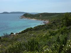 Sur la piste au départ de Rondinara : la côte surplombée