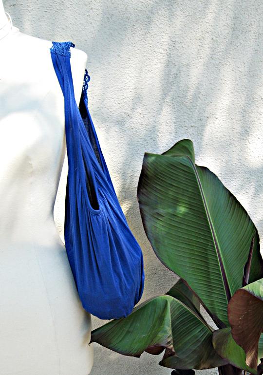 handbag DIY+beach bag+how to make a bag out of a tank top-1