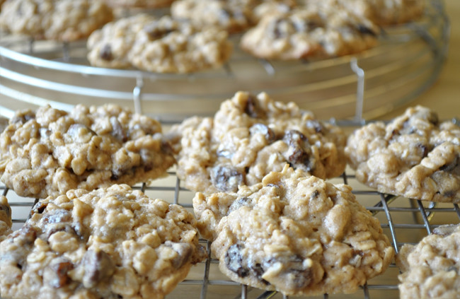oatmeal raisin + chocolate chip cookies
