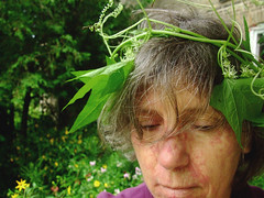 je suis donc je m'amuse (glantine) Tags: portrait selfportrait wonder mood autoportrait peaceful philosophy moi garland sl breathe breathing wildcucumber greenworld bestofr connectedtonature discoveryonesrealnature