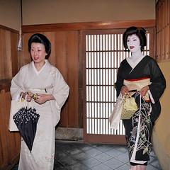 Hassaku 2010#19 (arumukos) Tags: kyoto maiko geiko kimono gion teahouse yakata maikosan ochaya okiya hanamachi hassaku gionkobu geikosan kagai  gionkoubu ochayagame ozashikiasobi mamesuzusan  dankasan