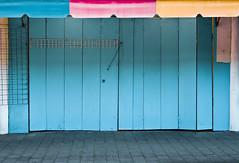 closed (Suse_Berlin) Tags: park door new pink blue red newzealand copyright orange rot yellow stand closed market stall victoria minimal auckland zealand nz blau markt 2009 allrightsreserved susann gitter victoriaparkmarket markise koschmieder heimatart heimatartcom skoschmieder ©susannkoschmieder