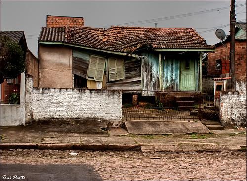 Tha house is falling... a casa tá caíndo...