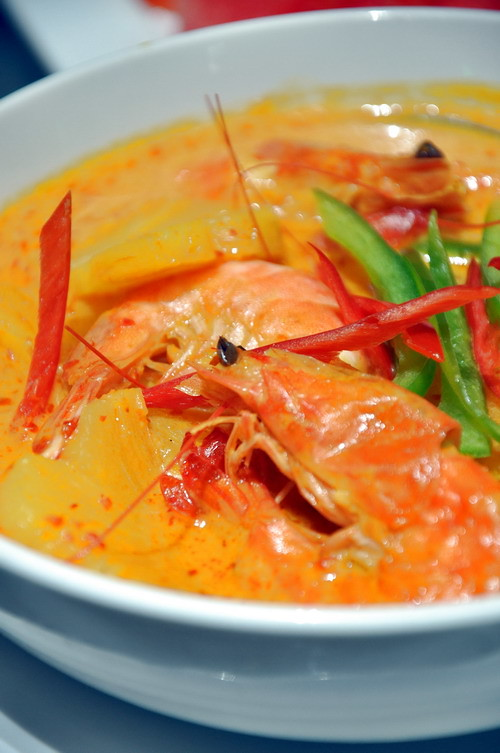 Freshwater Prawn in Yellow Curry with Green Pineapple