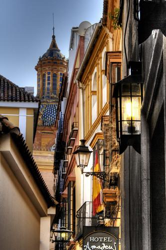 A street of Seville. Una calle de Sevilla.