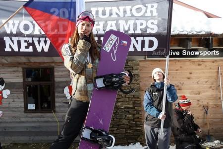 Snowboardcrossařka Eva Samková slaví životní úspěch – zlato z juniorského Mistrovství světa