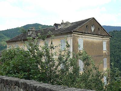 grosse maison dans la castagnicia.jpg