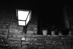 Ainsa de nit (1) (Ramon Oromí Farré @sobreelterreny) Tags: byn blancoynegro noche huesca bin ventanas ainsa nit osca blancinegre sobrarbe aragón finestres aragó calbenido calbenidoorg