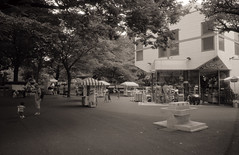 (  ) Tags: bw film ueno 28mm   klassew   kentmere400