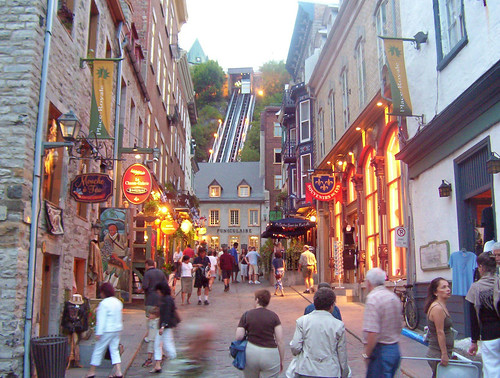 quebec-city-page-petit-champlain-street-full