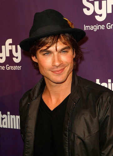 Ian-Somerhalder-Entertainment-weekley-party-damon-salvatore-7310328-433-600