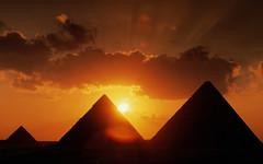 [フリー画像] 建築・建造物, 遺跡, 夕日・夕焼け・日没, ピラミッド, エジプト, 201009180100
