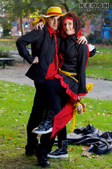 IMG_6058.jpg (Neil Keogh Photography) Tags: rwby trousers trainers shirt gold nwcosplayhalloweenmeet2016 videogame cloak blade hood anime scythe top read green weapon grass dress shoes brown orange jacket red female hat male silver pants corset leaves ruby cosplay rubyrose black park cosplayer manga trees white